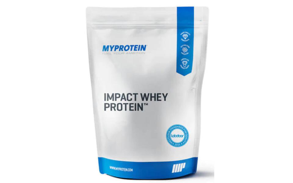 Punga pudra proteica My Protein Impact Whey Protein.